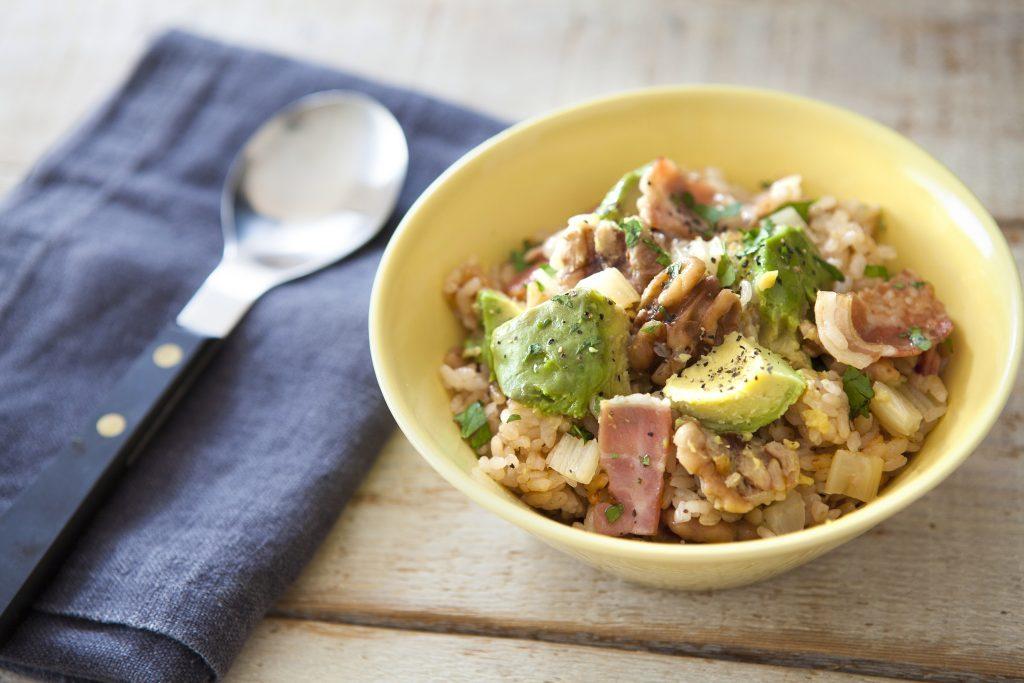 ヘルシー&美肌レシピ!簡単おいしい「くるみとアボカドの炊き込みご飯」 by:FOOD unit GOCHISOさん