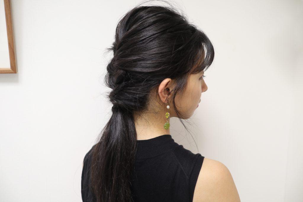 全体のバランスを見て少し髪を引き出しほぐせば、完成です