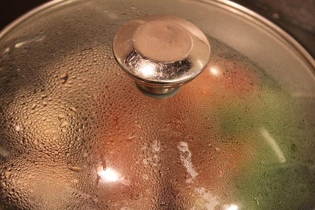 フライパンの蓋をして3分程度加熱