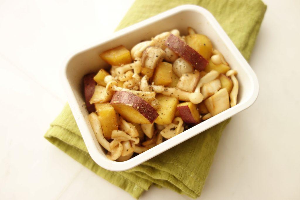 秋の作り置きにおすすめ♪「サツマイモとキノコのメープル味」