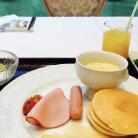 中庭が見えるお席で♪ホテル朝食☆【サー ウィンストン ホテル】