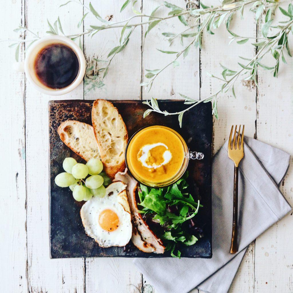 朝美人アンバサダーyacocoさんの食器&朝ごはんコーデ