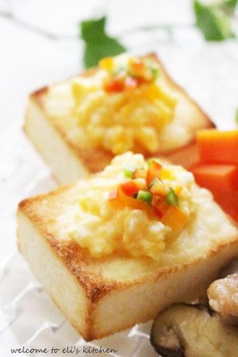 キューブ型 スクランブルエッグのせトースト by:moi2001さんさん