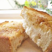 外はサクッ中はふんわり♪「厚切りトースト」の朝食レシピ5選