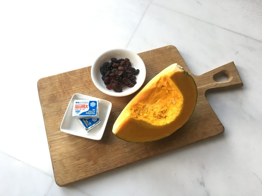 チンして混ぜてラップでギュッ!材料3つで簡単「かぼちゃの茶巾包み」の材料