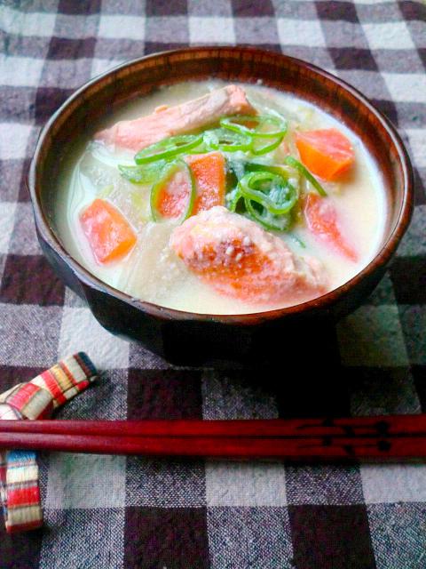 鮭の豆乳味噌汁by:ゆりりんさん