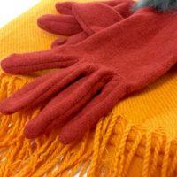 意外と汚れてる!?秋冬のストールや手袋「おうち洗い」のコツ