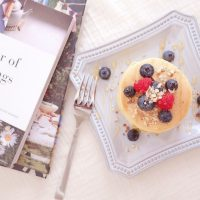 飲み物をお供に楽しみたい♪心地よい朝が過ごせる「朝読書本」4選