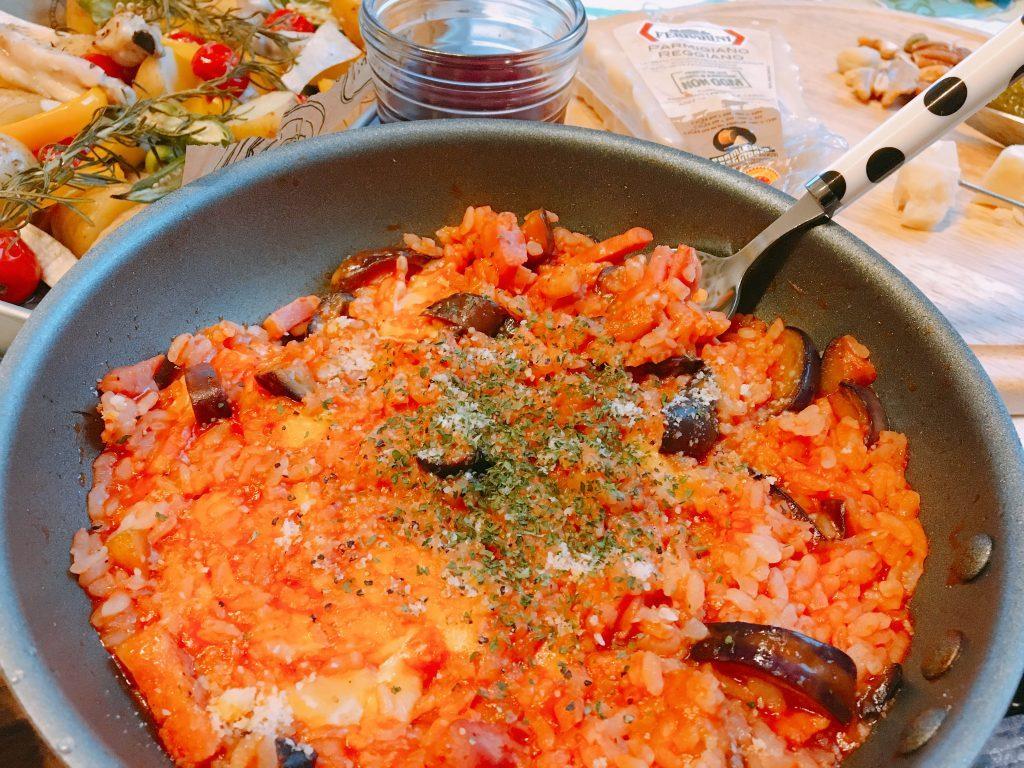 10分でできる絶品朝ごはん!冷やご飯で簡単「トマトチーズリゾット」