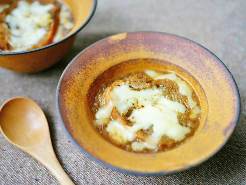寒い朝にあったまる!基本の「オニオングラタンスープ」レシピ♪ by:村山瑛子さん