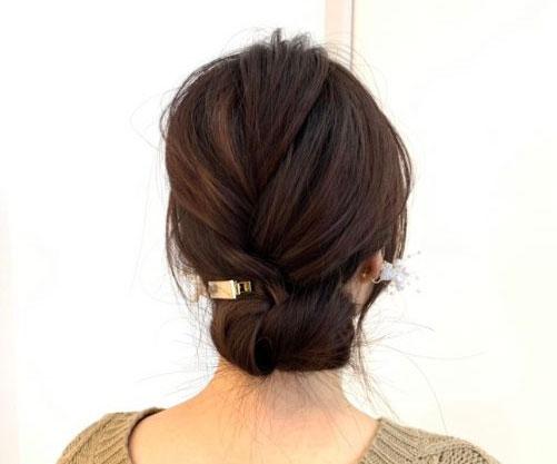 ベースを巻かなくても、寝ぐのままで簡単に出来て、おしゃれでこなれ感のあるヘアアレンジに早変わりです!