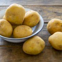 ほかほかのポテトだけじゃない!?英語の「hot potato」意外な意味とは