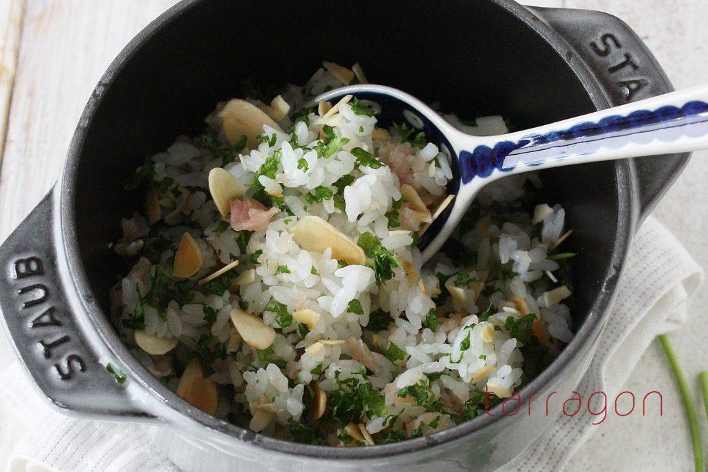 朝のミネラルチャージ!栄養満点「パセリ」が主役のカンタン混ぜご飯♪