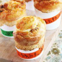 カレーの翌朝はコレで決まり♪紙コップ+ホットケーキミックスで簡単「焼きカレーパン」
