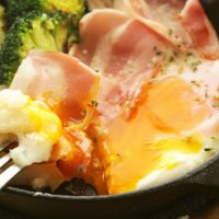 やっぱり使える!朝の定番食材「卵×ベーコン」アレンジレシピ5選