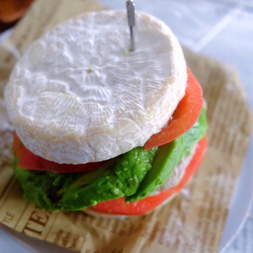 パンの代わりに〇〇で糖質オフ!野菜もインパクトもたっぷり朝美人ハンバーガー♪