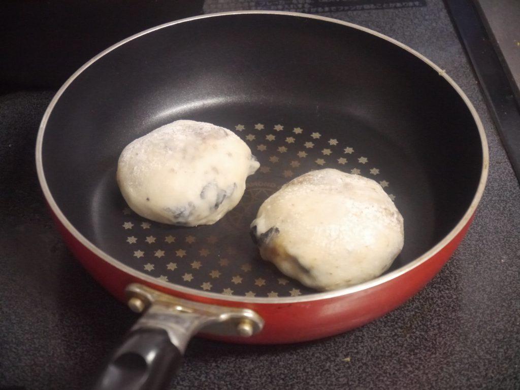 フライパンで焼く豆パン