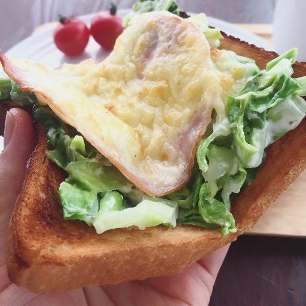 片手でパクッと食べられる!時間がない朝の「パーフェクトトースト」 by:ヤミー(清水美紀)さん