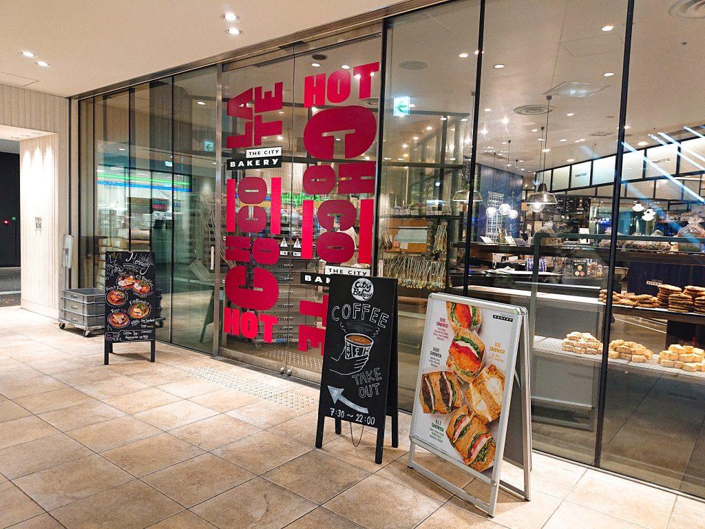 【大阪】お皿からはみ出しそう!大迫力のクロワッサンモーニング@The City Bakery