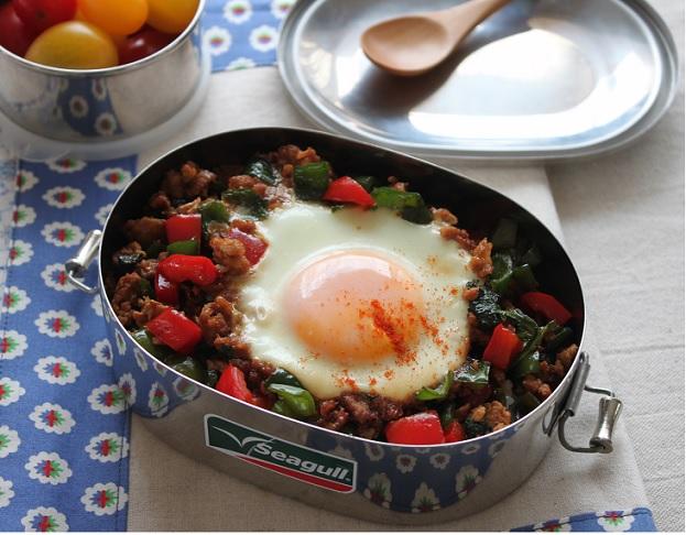 巣ごもり卵で時短ラクラク♪「和風ガパオライス」のお弁当 by:料理研究家 かめ代さん