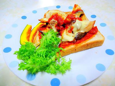 オープントーストのレシピ 「チキンとエリンギのチーズオープントースト」 by:アレックスさん