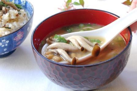 なめこ汁のつもりで^^納豆としめじのトン汁 by:エリオットゆかりさん