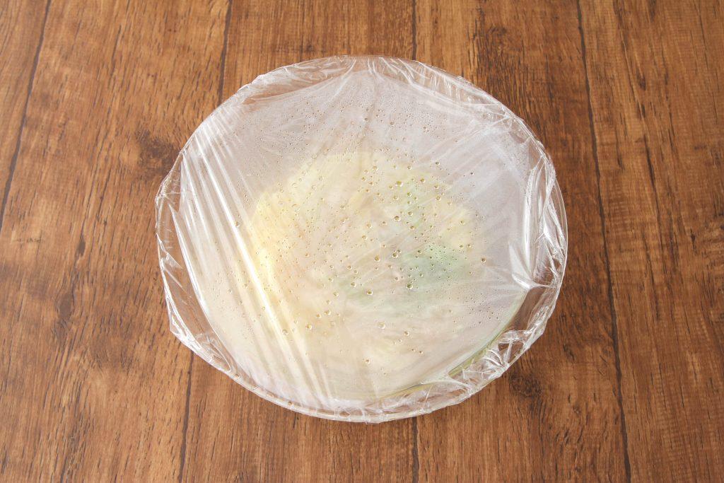 耐熱ボウルに白菜、ツナ、(A)を入れてふんわりラップし、600Wのレンジで12分加熱する。