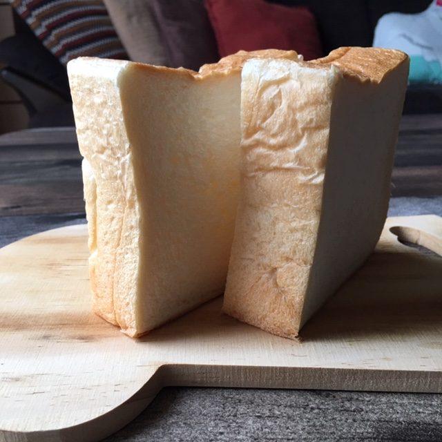 「パン工房KAWA」の厚切り食パン