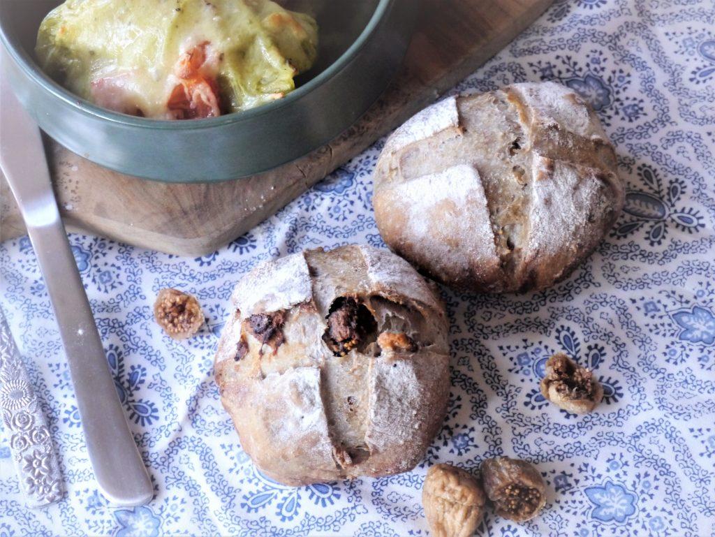 具材ゴロゴロ♪熱々スープのお供にぴったり「簡単いちじくくるみパン」