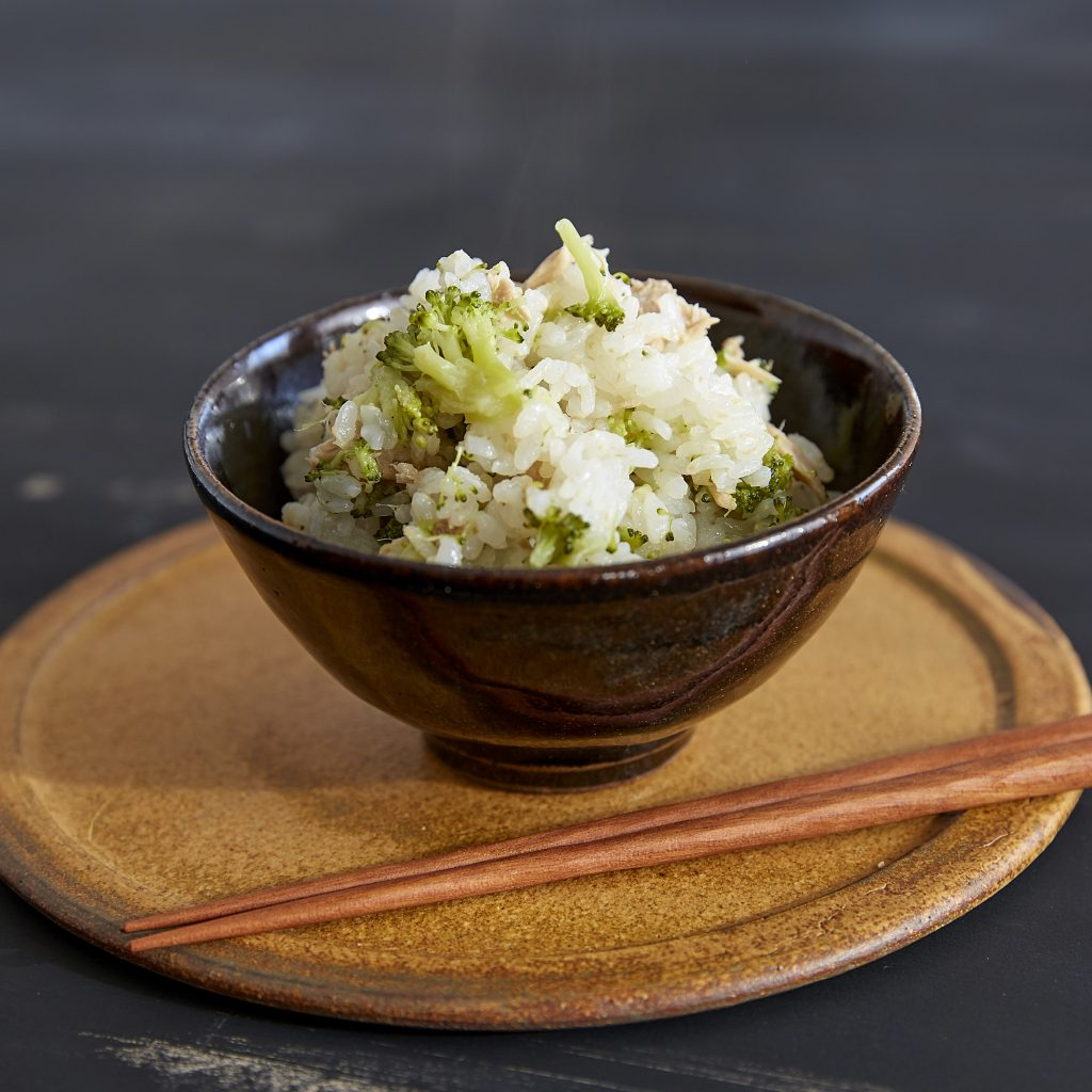 炊飯器ひとつ!ツナ缶と冷凍ブロッコリーの簡単炊き込みごはん