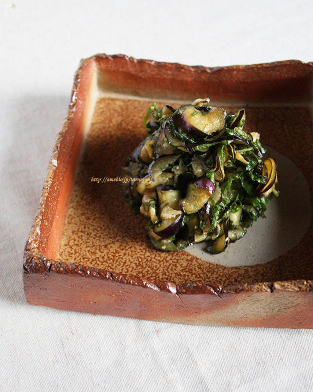 朝ごはんの箸休めに♪火を使わず和えるだけで簡単「なすの香味サラダ」