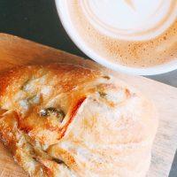 【千駄木】谷根千散歩するなら立ち寄りたい♪カウンターでパンが食べられる「ベーカリーミウラ」