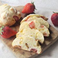 オーブンまでたったの5分!混ぜるだけで簡単「苺とホワイトチョコのクイックブレッド」