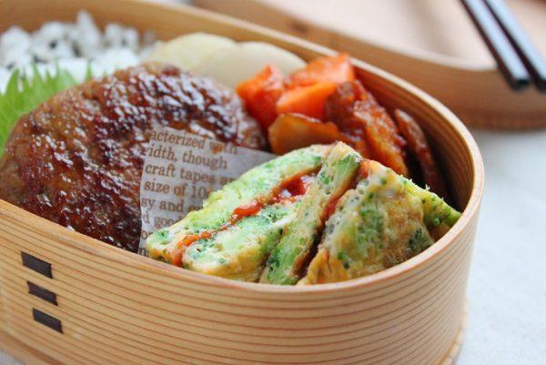 卵焼きよりずっとラク!「ブロッコリーとチーズのサンドオムレツ」のお弁当 by:料理研究家 かめ代さん