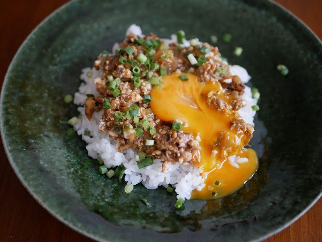 """大人気""""サバ缶""""で味付け簡単!「さばと豆腐のヘルシー丼」"""