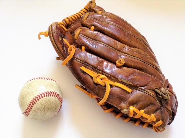 野球のグローブとボール