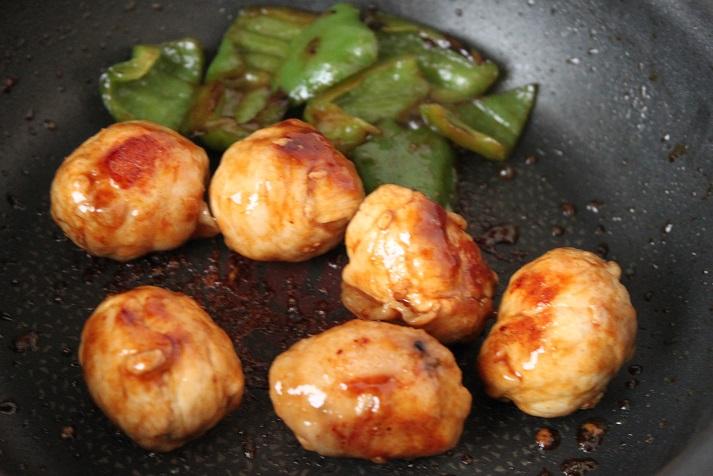 簡単おいしいカレー照り焼き味!「うずら卵の肉巻き」