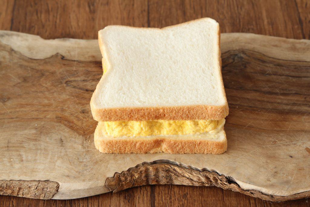 簡単・時短!電子レンジで作れる「厚焼き玉子サンド」