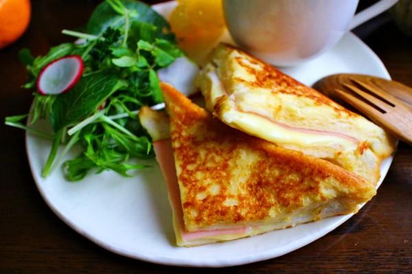 漬けて焼くだけ♪ハム&チーズがとろけるフレンチトースト by:おがわひろこさん
