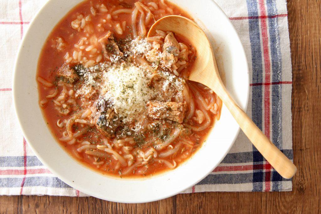 レンジで簡単!サバ缶と冷凍もやしのスープごはん