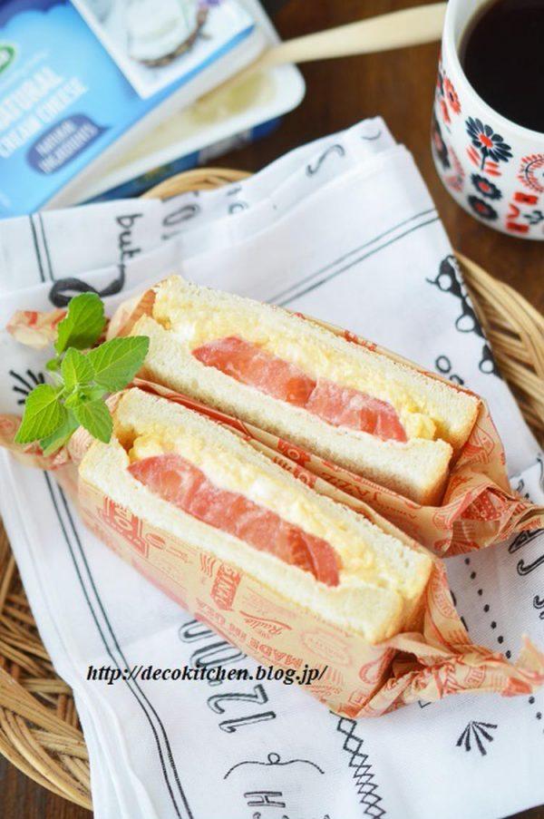 クリームチーズ入りふわふわ卵とフレッシュトマトのサンドイッチ by:decoさん