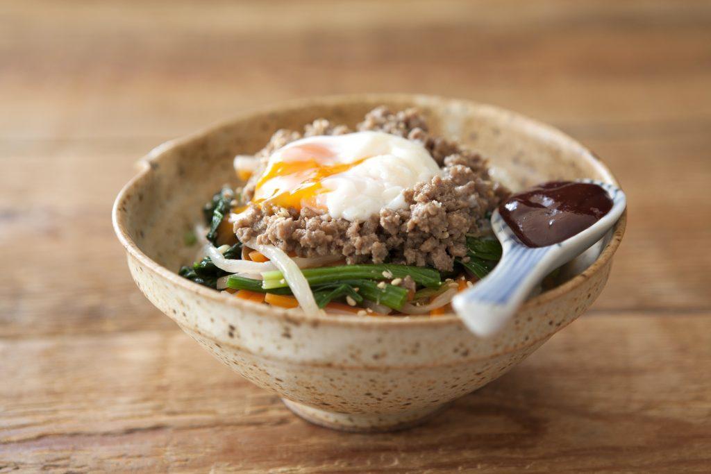 レンジで簡単!作り置きでパパッとできちゃう「肉みそビビンバごはん」 by:FOOD unit GOCHISOさん