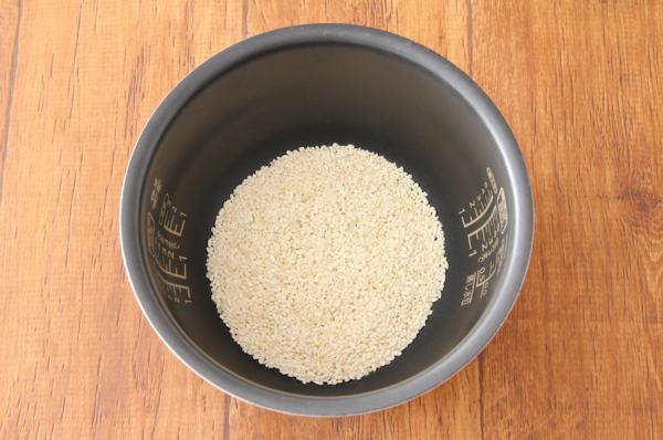 炊飯器のお釜と米麹