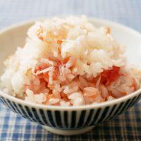 令和の新定番!材料3つをお米にのせて炊くだけ「梅の炊き込みごはん」