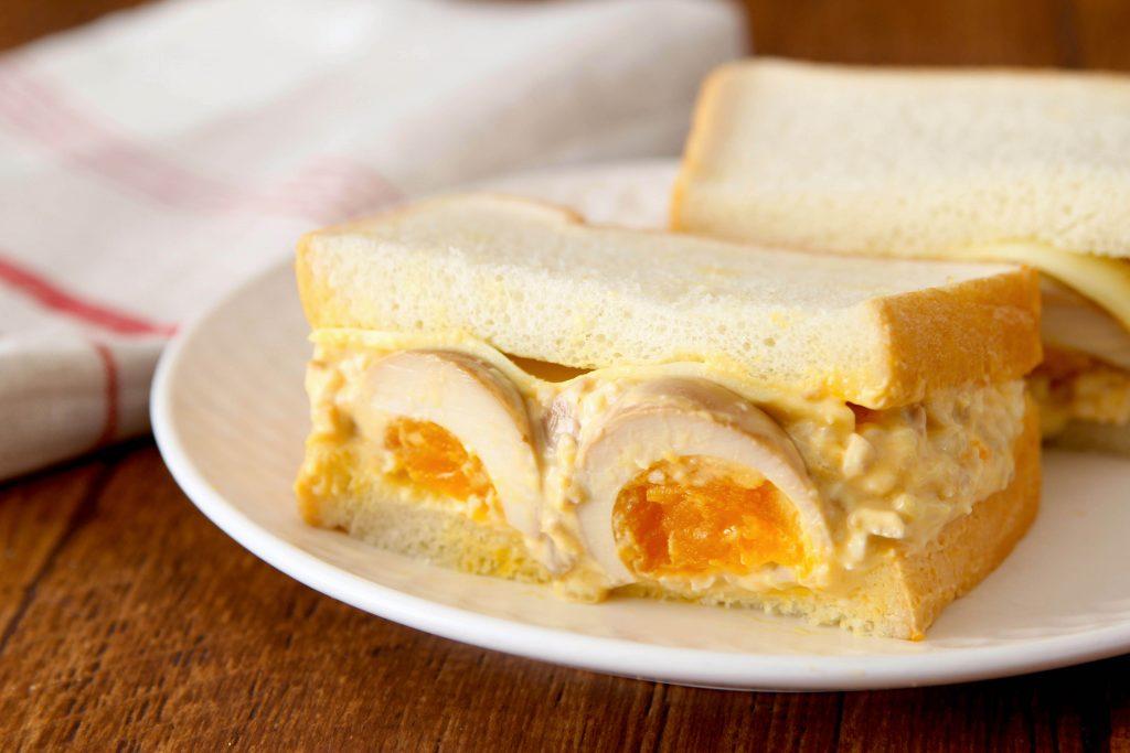 市販品で簡単!出汁のうま味にハマる「煮たまごサンド」