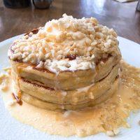 どっさりマカダミアナッツに驚き!表参道「crisscross」で楽しむパンケーキ朝食
