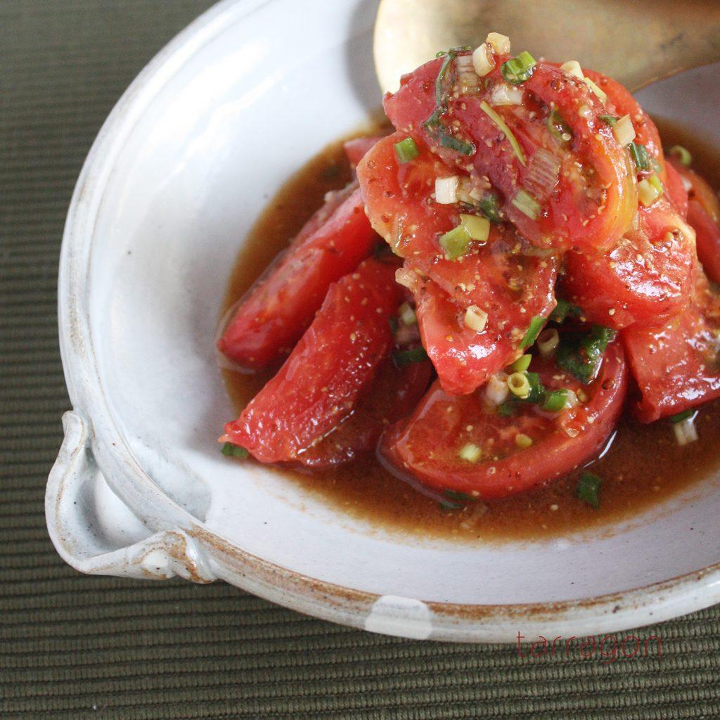 和えるだけで簡単ジューシー!ごま油香る「トマトのネギだくサラダ」