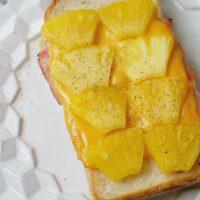 のせて焼くだけで甘くてジューシー!簡単「パイナップルトースト」