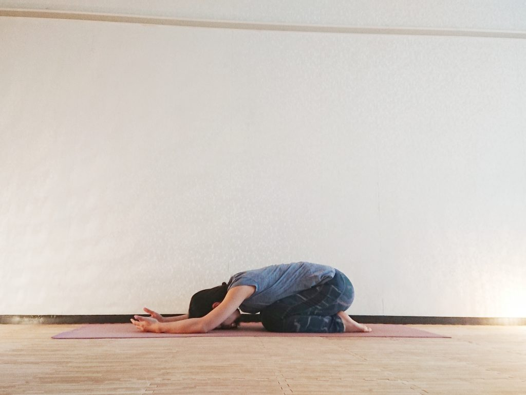 GW疲れが取れない方へ。リラックス&疲労回復に効く「チャイルドポーズ」