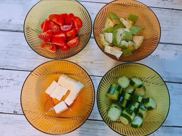 むくみに効果ばっちり♪「アボガドチーズとトマトの美肌サラダ」の材料